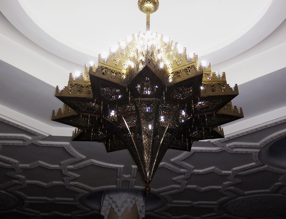 Protected by walls finished with tadelakt lime from Marrakech, a highly breathable plaster, this brass chandelier in the hammam under the Mosque looks good as new!