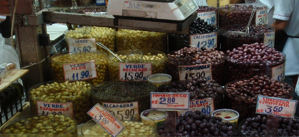 Olive stall inside the Mercado Municipal.