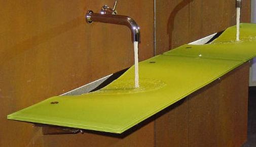 Onda glass sink from Omvivo.