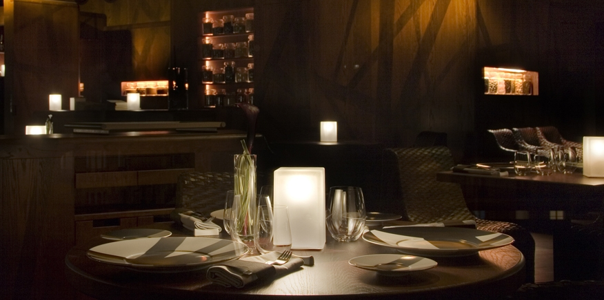 Restuarant showing cordless lighting on table