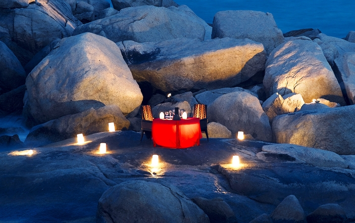 Dinner for two on a beach with cordless lamps for ambient lighting